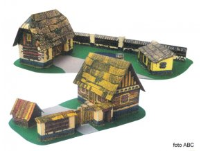 Dřevěná chaloupka a stodola
