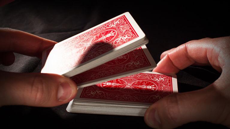 Míchání poker karet STRIP SHUFFLE