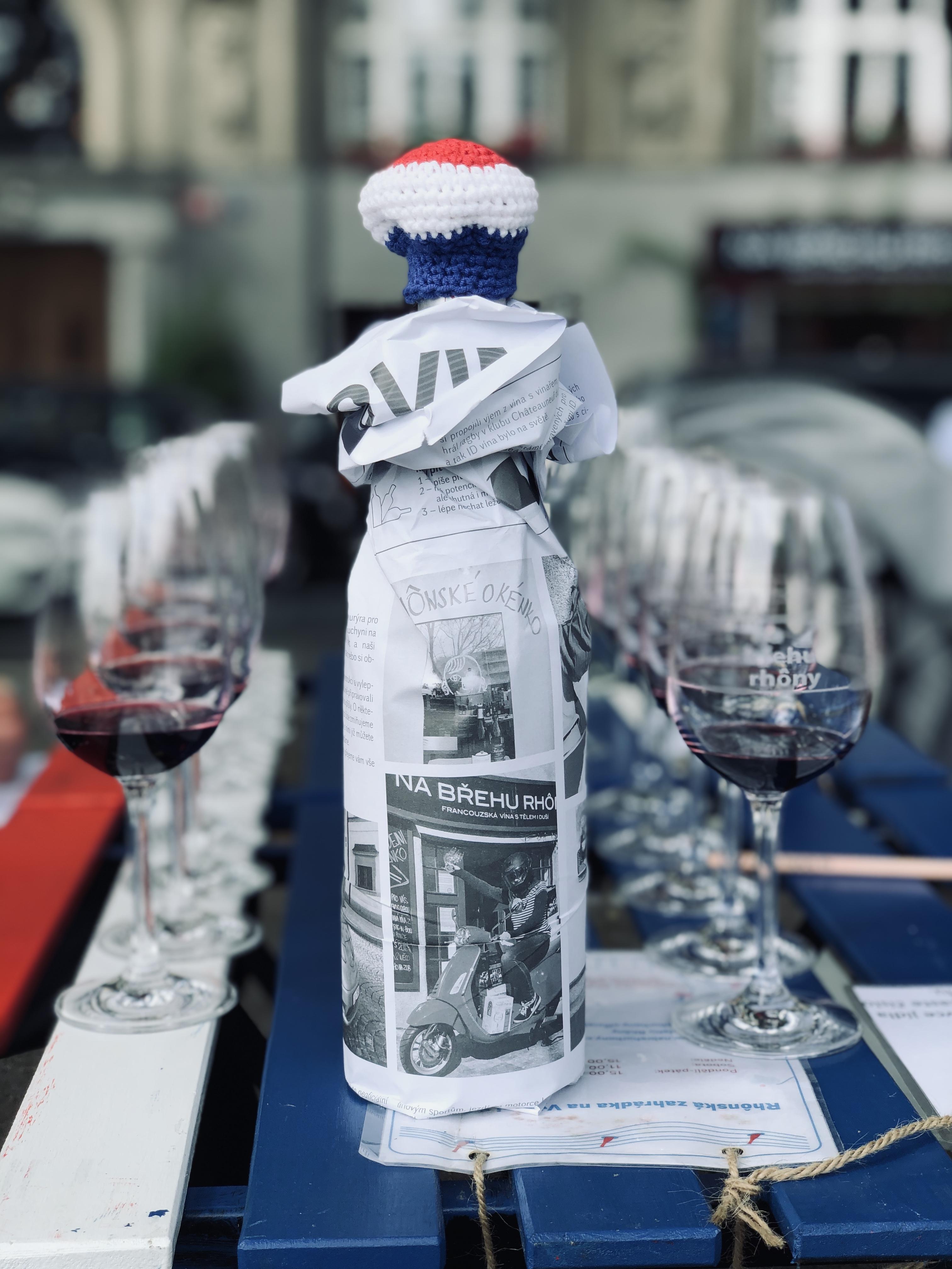 Víno, co má pod čepicí
