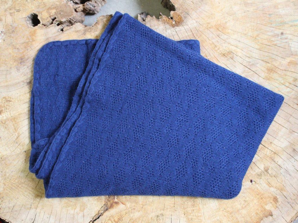tmavě modrá deka DISANA z merino vlny