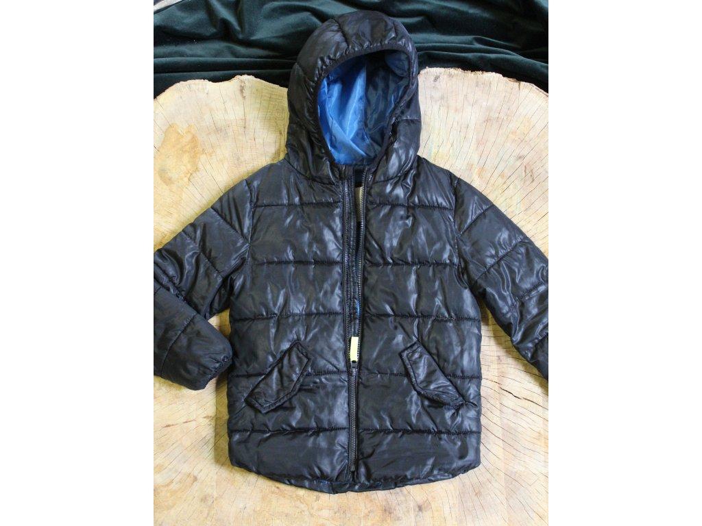 černá prošívaná bunda s kapucí Mango 116