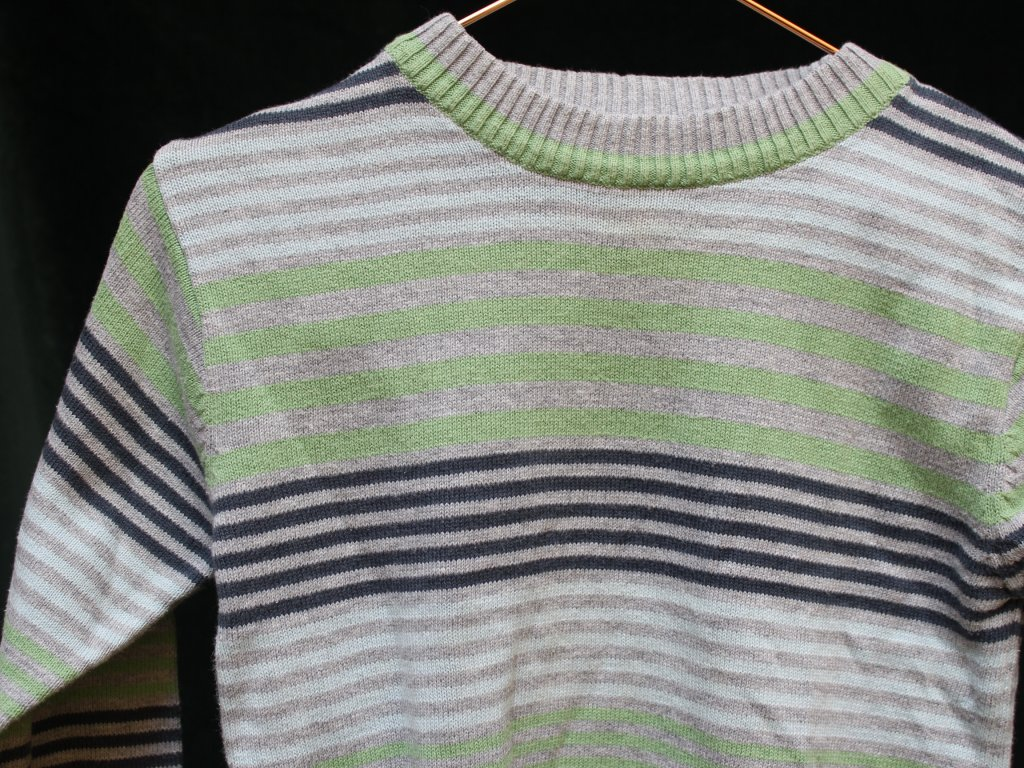 šedý svetr s modro-zeleným proužkem Cherokee 86