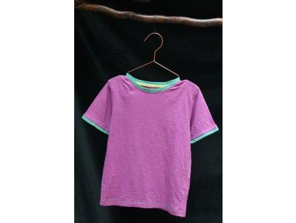 malinové tričko se zeleným lemem TU 7Y