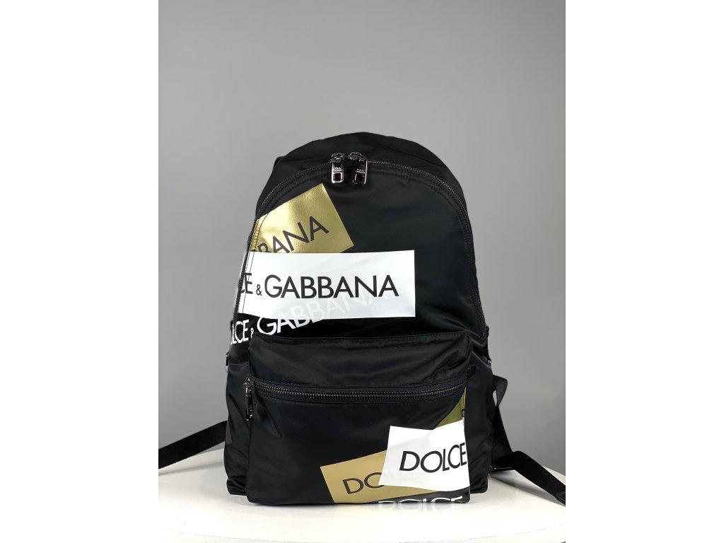Velký černý batoh Dolce Gabbana s bílo-zlatým nápisem (přední kapsa vepředu)