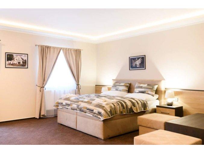 1V. manželská postel 2 osoby 1.-3. dubna 2022