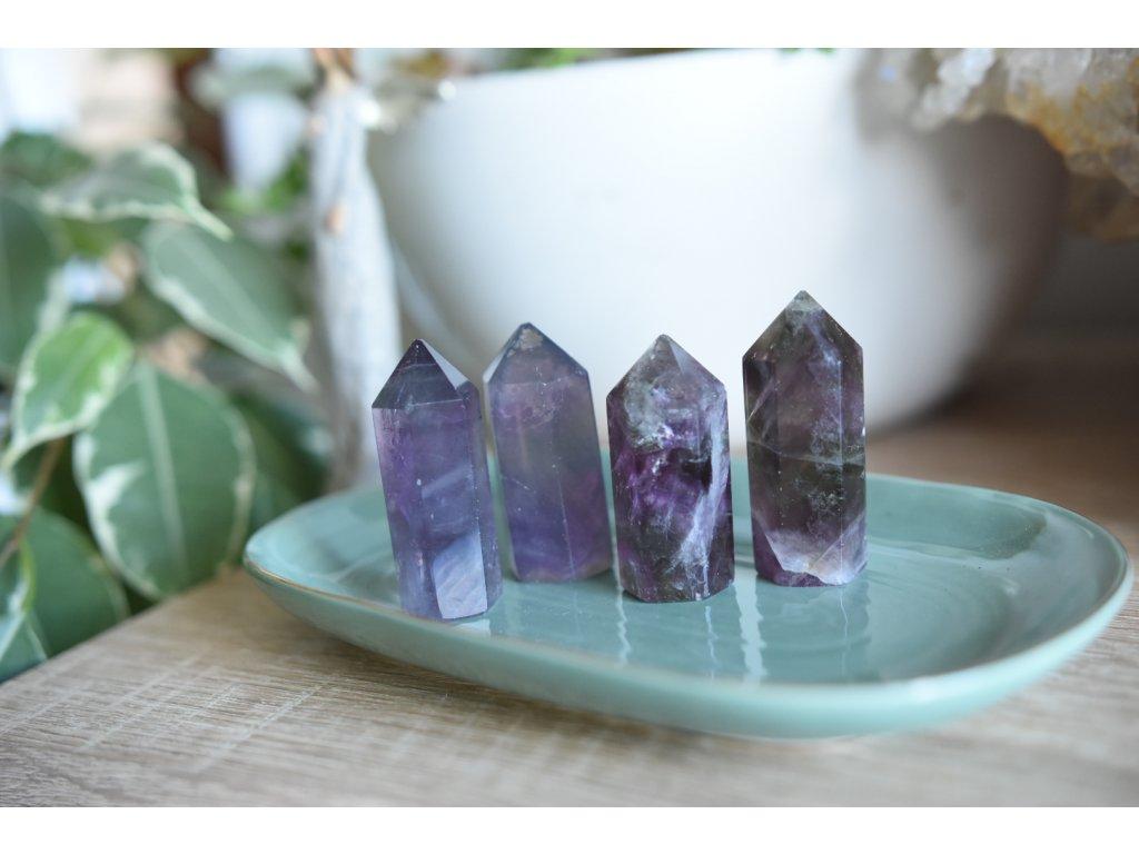 Fluorit obelisk (fialová/zelena) XL (jedinečný, vybroušený AA kvalita, ochrana, duchovní růst, neg.myšlenky)