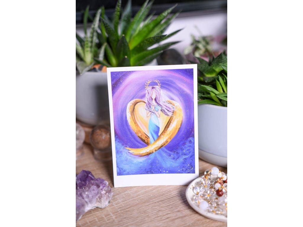 """Pohlednice fialový anděl bez textu """"Láska, víra, pokora"""""""