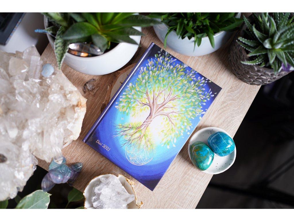 PŘEDOBJEDNÁVKA DIÁŘE Motivační diář 2021 se stromem života (A5, knižní vazba, autorská tvorba, poselství, autorské obrazy a ilustrace uvnitř, zápisník) PŘEDPOKLÁDANÉ DORUČENÍ LEDEN 2021