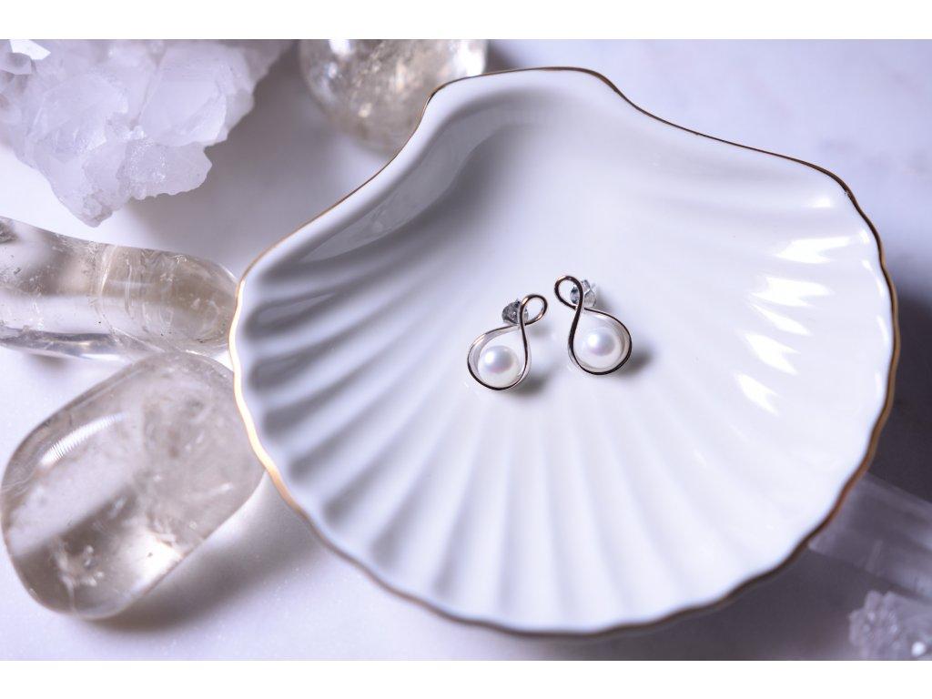 Náušnice říční perly bílé ve stříbře (nové začátky, moudrost, půvab)