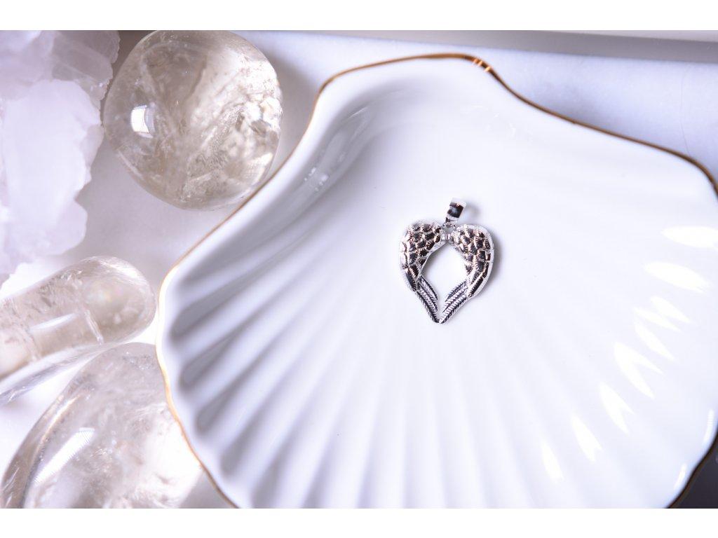 Stříbrný přívěsek andělská křídla (symbol ochrany, víry, klidu)