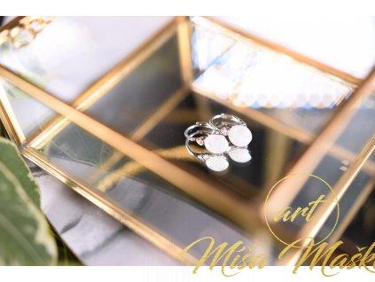 Jemné náušnice bílý měsíční kámen ve stříbře s modrými odlesky (těhotenství, vnitřní žena, ženské orgány, duchovno, něha) AA kvalita