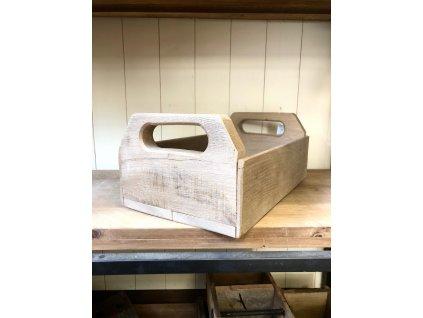 Box z dubového dřeva