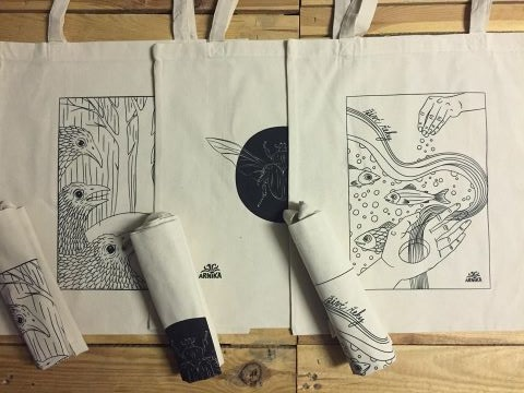Síťové a plátěné tašky pro Vaše nákupy. Snižují zbytečné plasty v podobě jednorázových tašek či sáčku. Do síťovek se pohodlně vejde všechno, co si nakoupíte.…