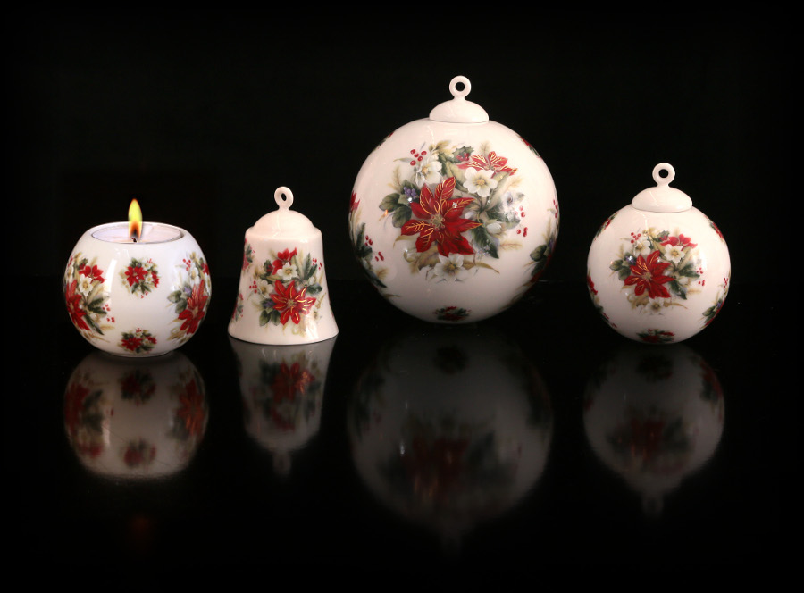 Vánoční ozdoby, zvonky a svícny