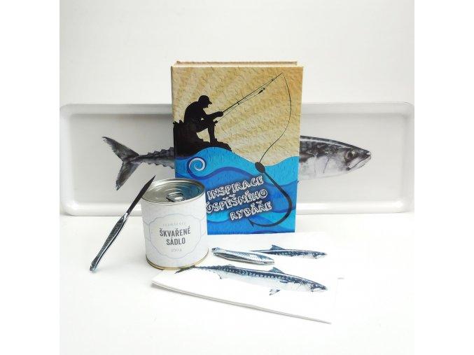 Kniha s překvapením . Pro rybáře