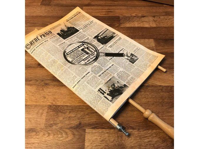 Noviny ze dne narození . V retro držáku