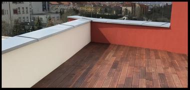Realizace terasy – Panorama Pražačka – Praha 3 (900m2) Merbau