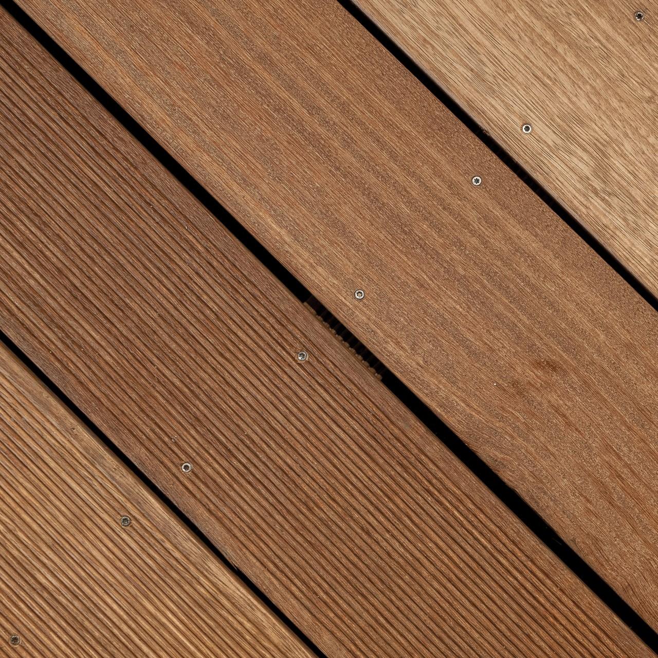 Terasy z exotických dřevin