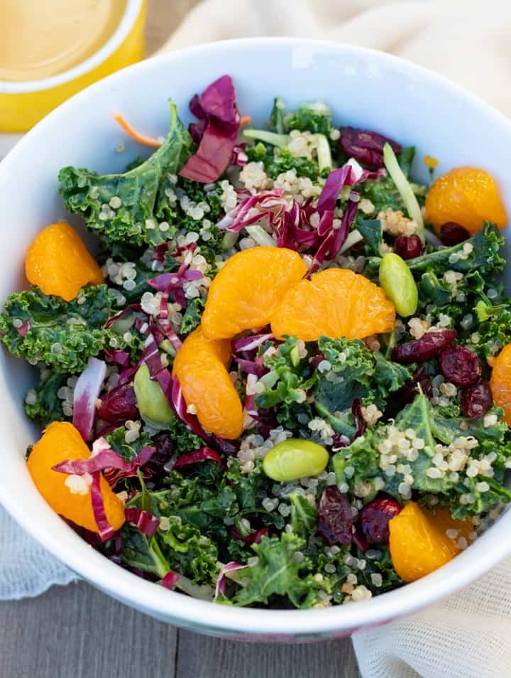 Recept: Svěží quinoa salát s pomerančem