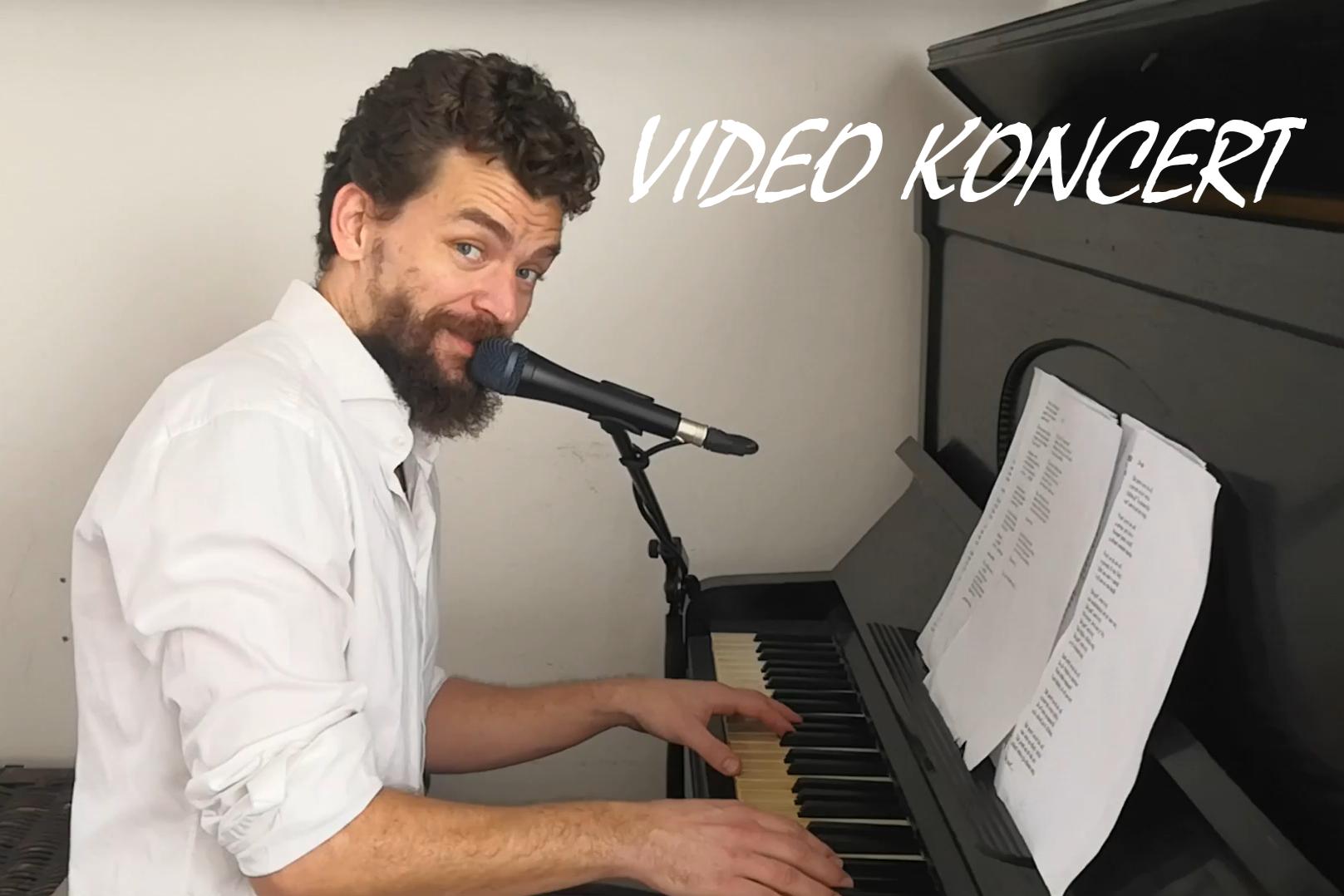 Video všech písní z alba LETÍM od klavíru