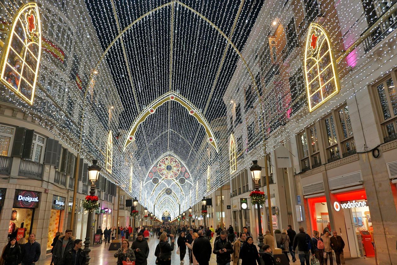 Změna prodejní doby v maloobchodě: Jak novela zákona ovlivní vánoční nakupování?