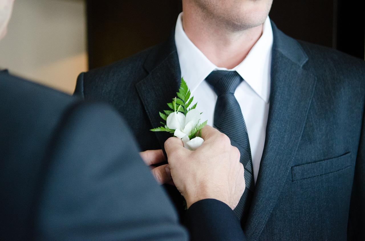 Manželství osob stejného pohlaví budí bouřlivou diskuzi.  Co ale říká zákon?