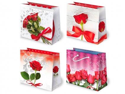 Darčekové tašky ruže červené, červené ruže, kytice ruží, ruže vo váze.