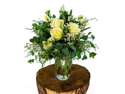 Luční kytice s bílými Růžemi