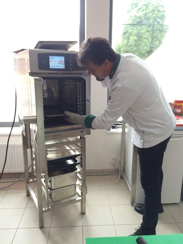 ukazka-konvektomatu-steambox-slim-ochutnavka-kavy-1 - - reference gastrozařízení, gastrovybavení