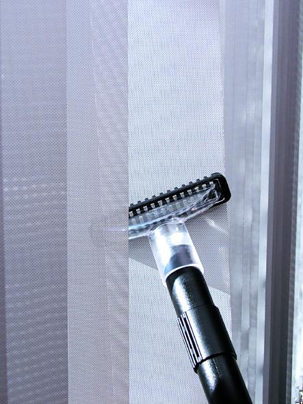 Vysávání záclon přímo na okně Hyla