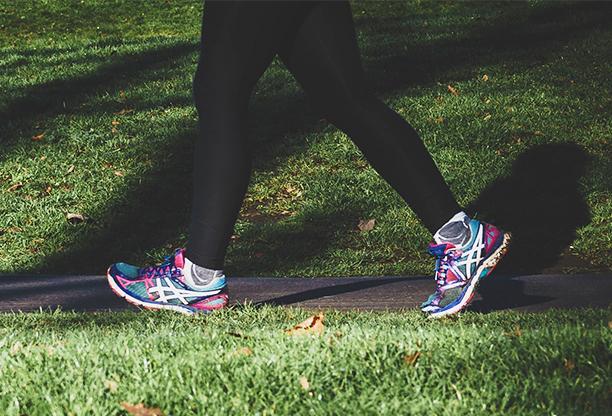 Zdravotní procházky během karantény: jak ochránit sebe i okolí