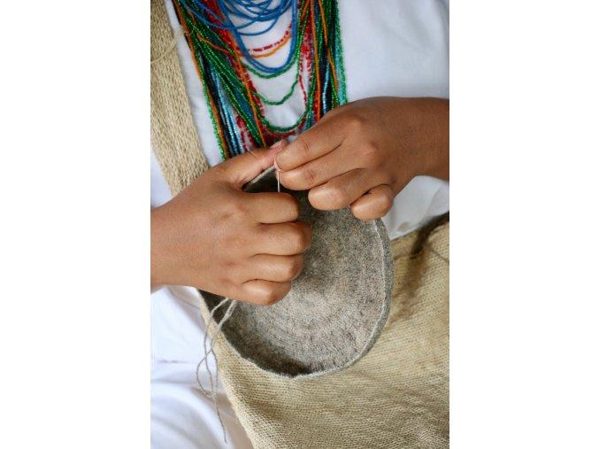 Korálky pro indiánské ženy na tradiční náhrdelníky