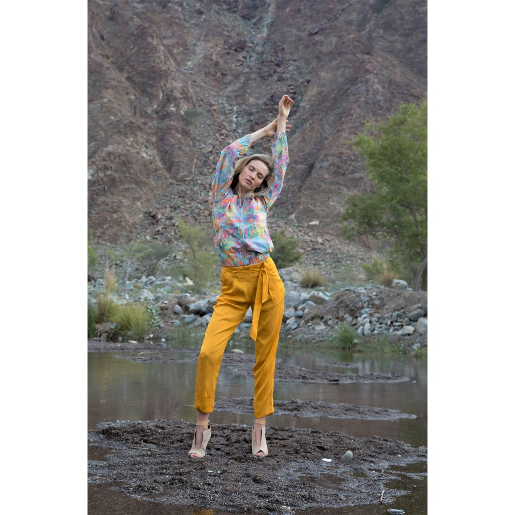 Elegant cropped pants with self-tie belt and pockets