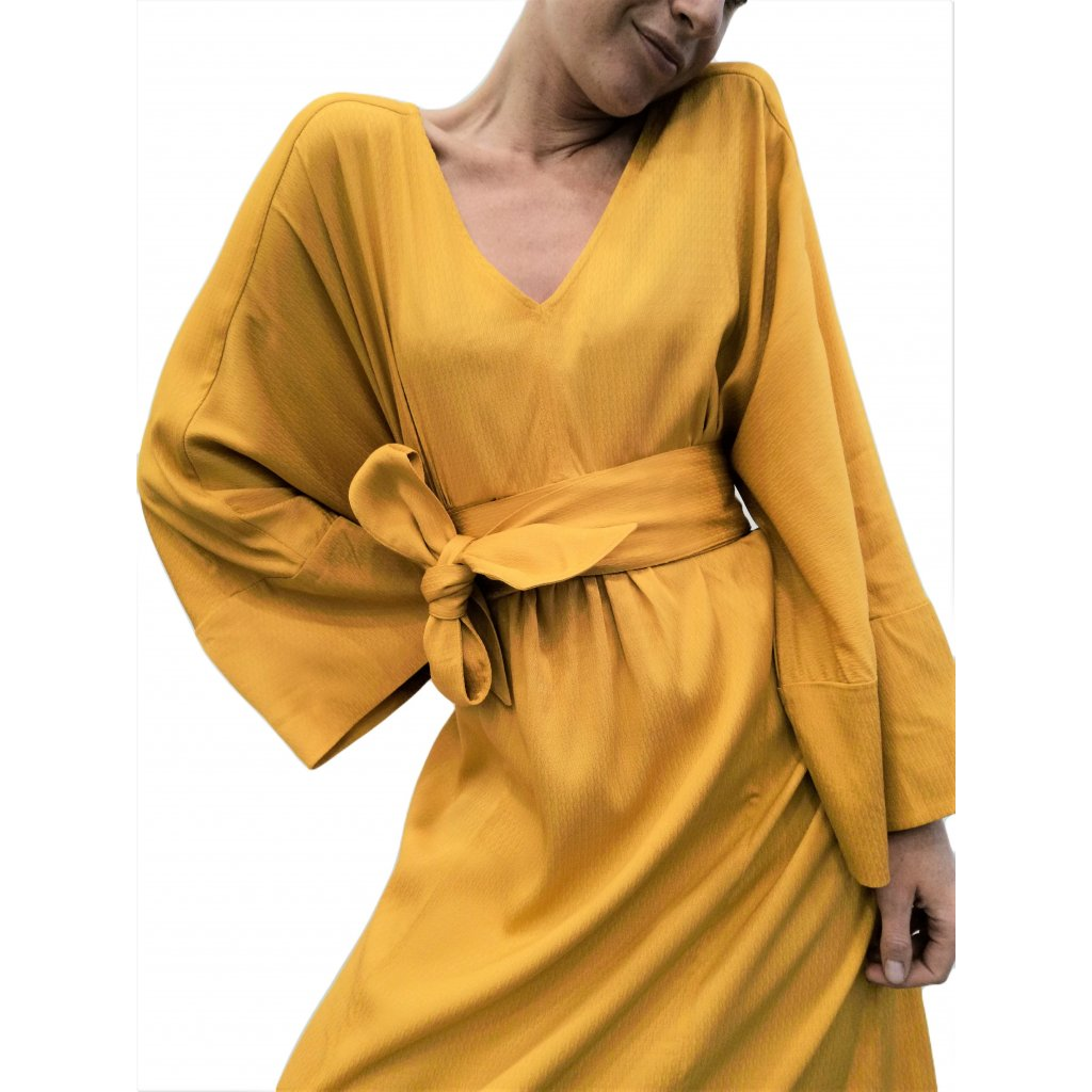 Loose silhouette maxi dress with extra broad belt