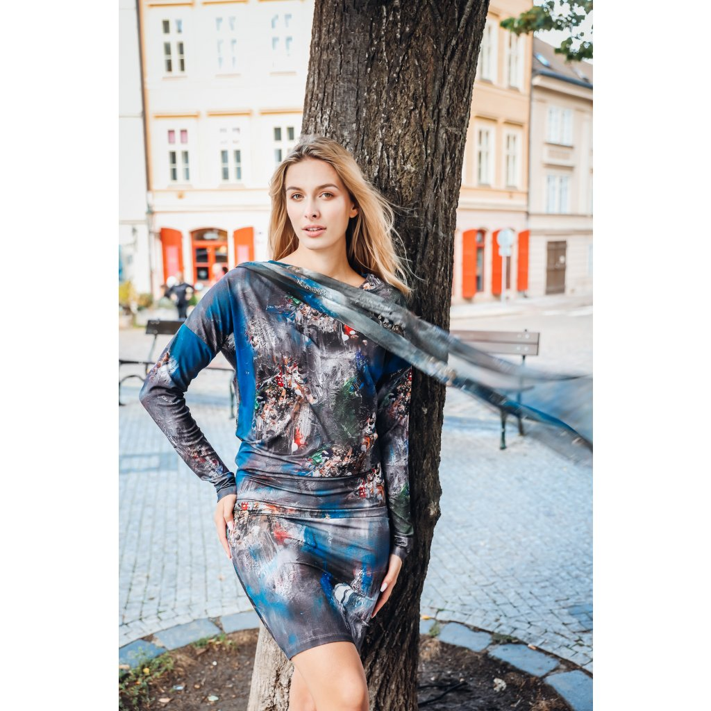 Short dress with variable silk scarf in ESPIRITY print
