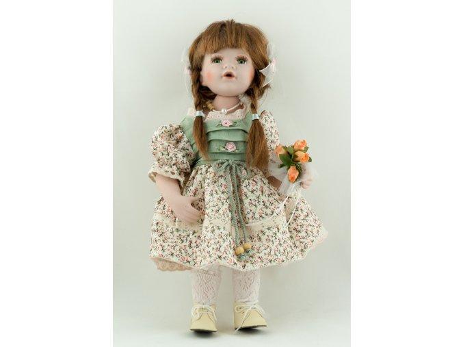 Panenka v květovaných šatech