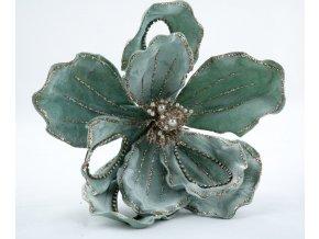Modrozelená sametová magnolie s perlami a křišťály