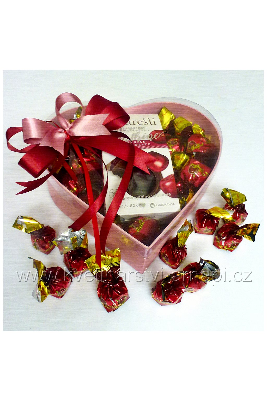 srdce z cokoladovych pralinek visne kvetinarstvi arnapi