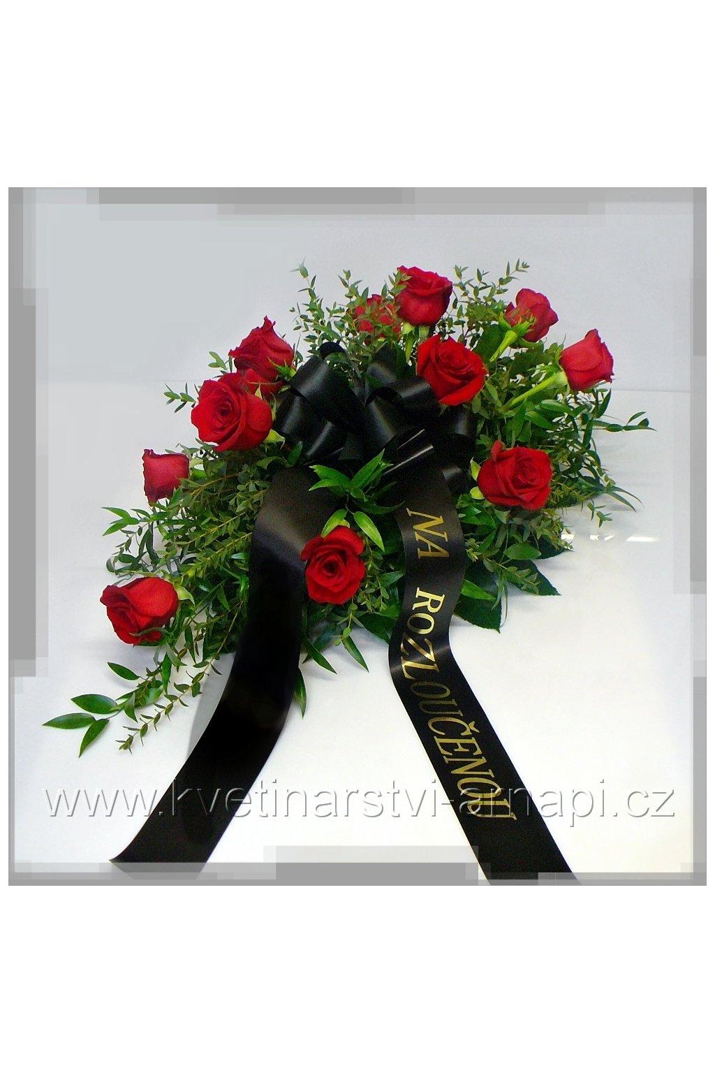 smutecni kytice vypichovana z rudych ruzi kvetinarstvi arnapi rozvoz