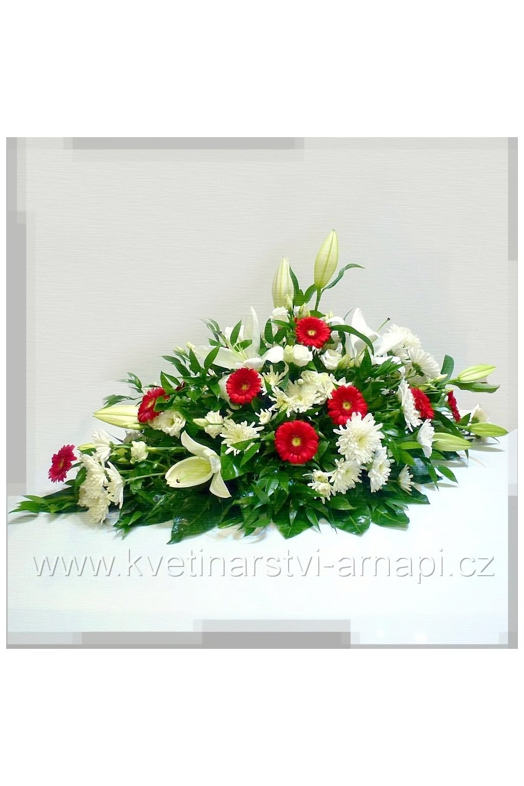 smutecni kytice vypichovana z gerber cervenych kvetinarstvi arnapi rozvoz