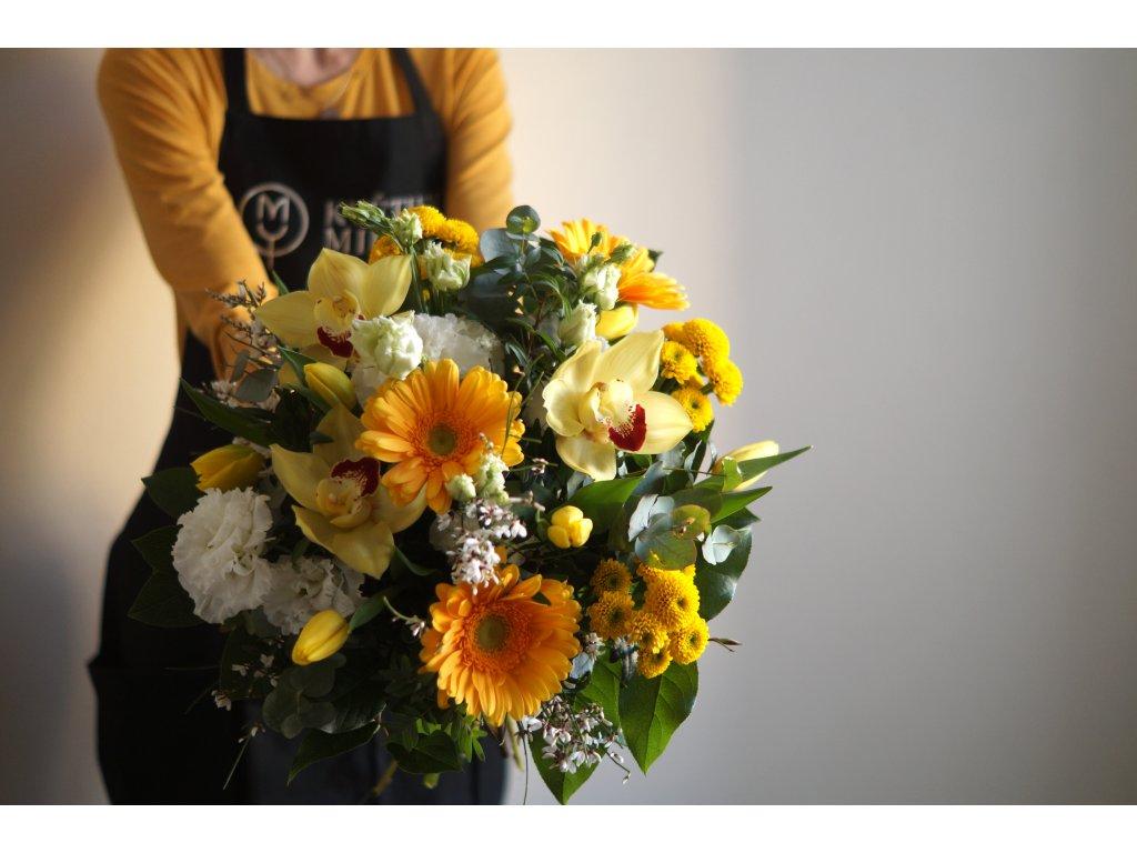 Kombinace žlutých květů