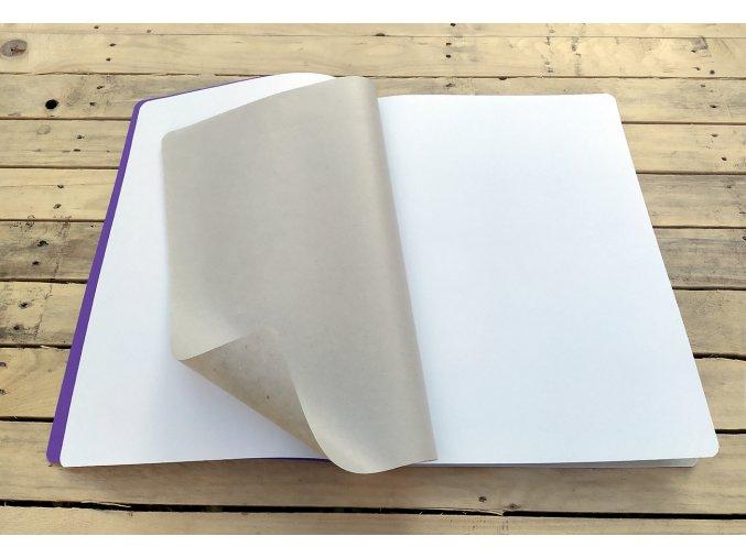 Sešit A4 čistě bílý s proložkou