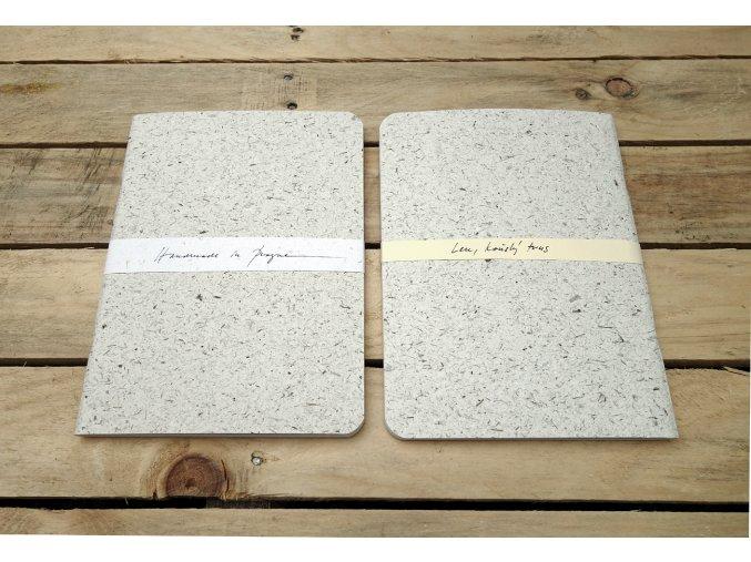 Desky sešitu z koňského trusu