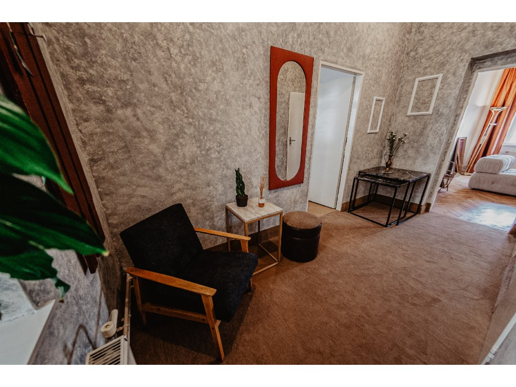 zrcadlo červený lem výška 134cm, šířka 54,5cm