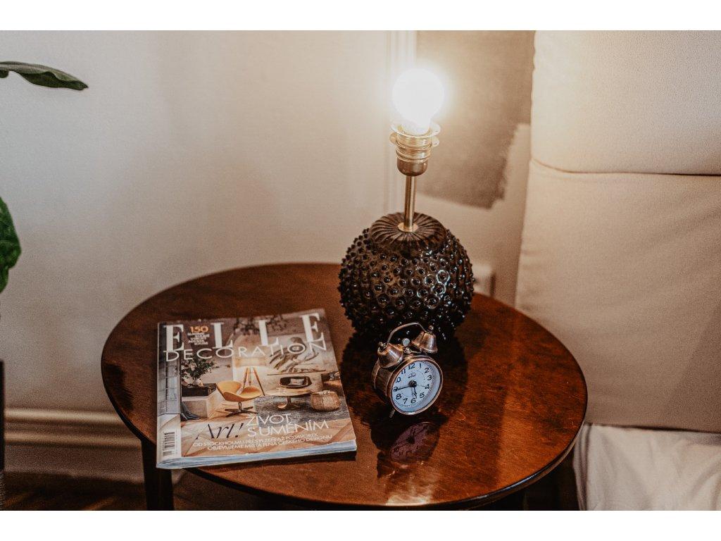Lakovaný stoleček oválný šířka 62cm, hl.50cm, výška 58cm, cena 9.500Kč
