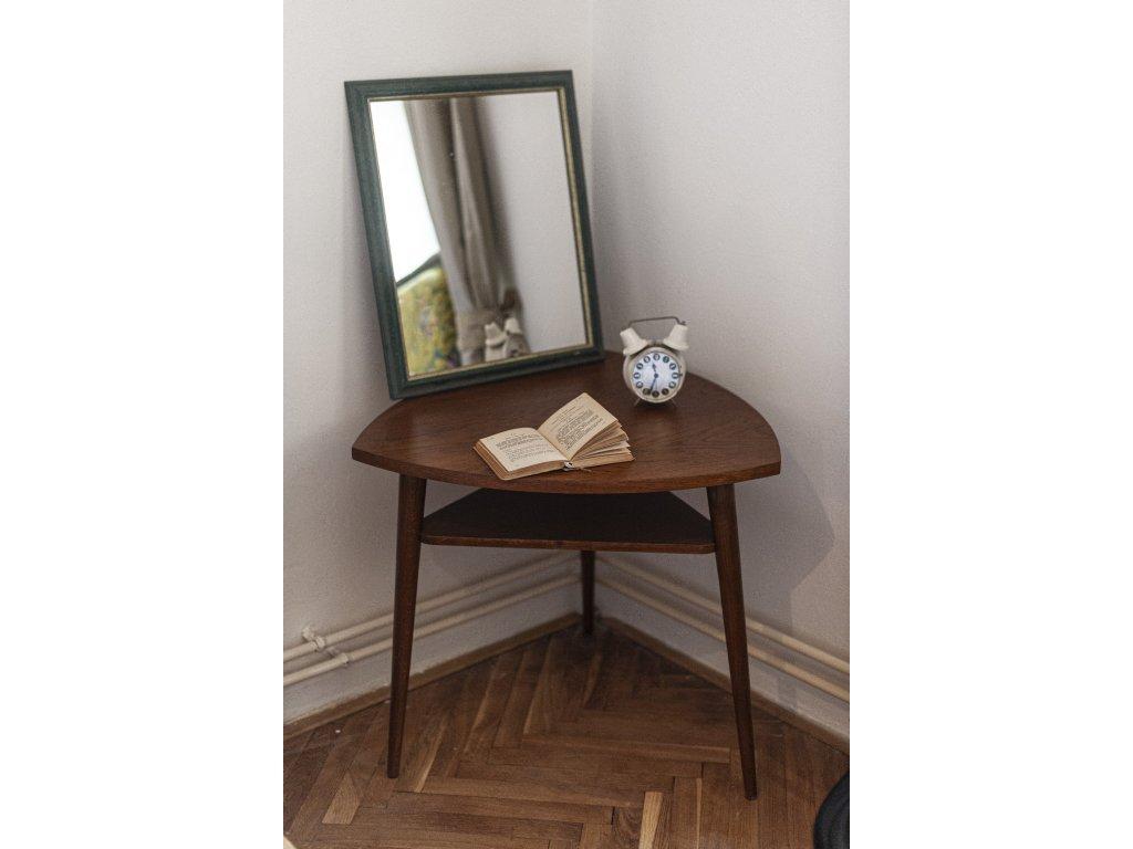 Trojhranný stolek š.70cm, v 65,5cm cena 9200Kč