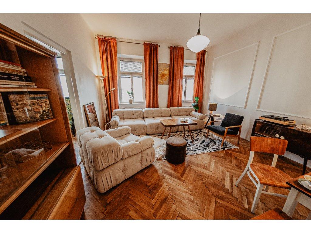 2ks dřevěná židle výška 82cm, šířka 37cm, hloubka 37cm (výška sedu 46cm), cena 7800Kč