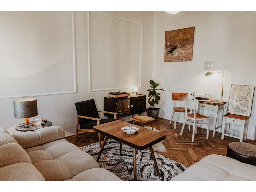 dřevěný stoleček malý s uložením výška 66cm, šířka 75,5cm, hloubka 51cm, cena 7400Kč