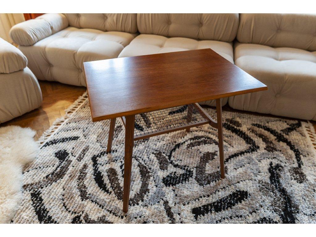 dřevěný stolek s úložnou síťkou výška 66, šířka 75,5cm, hloubka 51cm