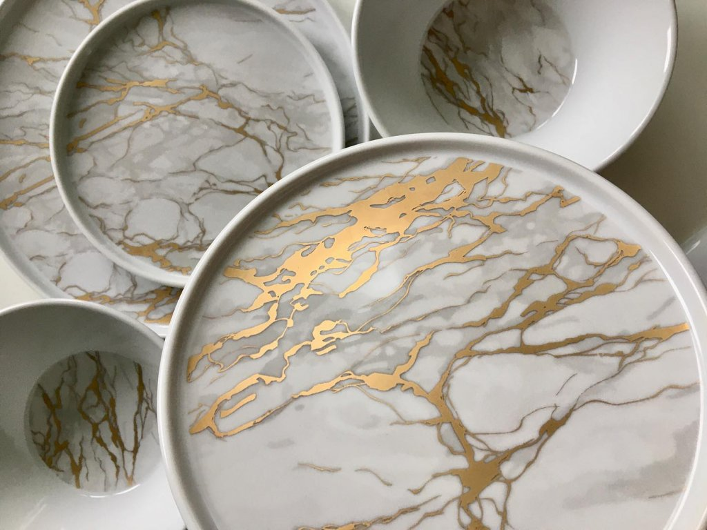 mramor, zlatý mramor, mramorové talíře, luxusní talíře, porcelán, luckavo, marble